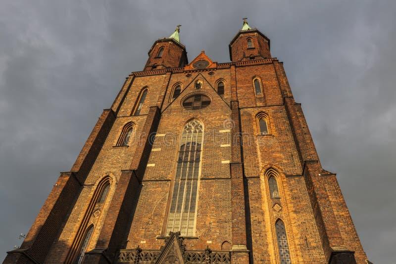 Iglesia de la Virgen María en Legnica imagenes de archivo
