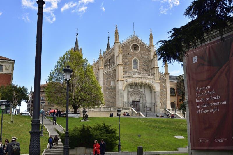 Iglesia de los Jerónimos San Jerónimo el Real se alza sobre el Museo del Prado, Madrid imágenes de archivo libres de regalías