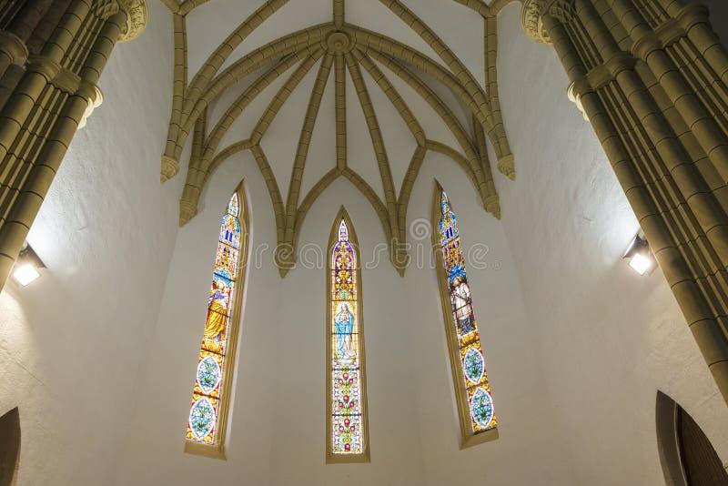 Iglesia de los vínculos de San Pedro Ad en Cobreces, España fotos de archivo