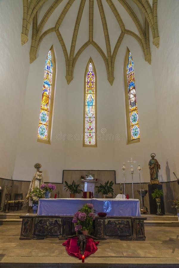 Iglesia de los vínculos de San Pedro Ad en Cobreces, España fotografía de archivo
