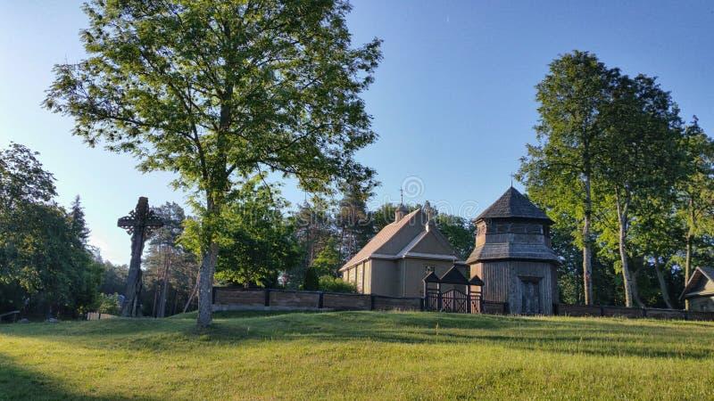 Iglesia de madera de Paluse en el parque nacional de Aukstaitija en Lituania imagen de archivo
