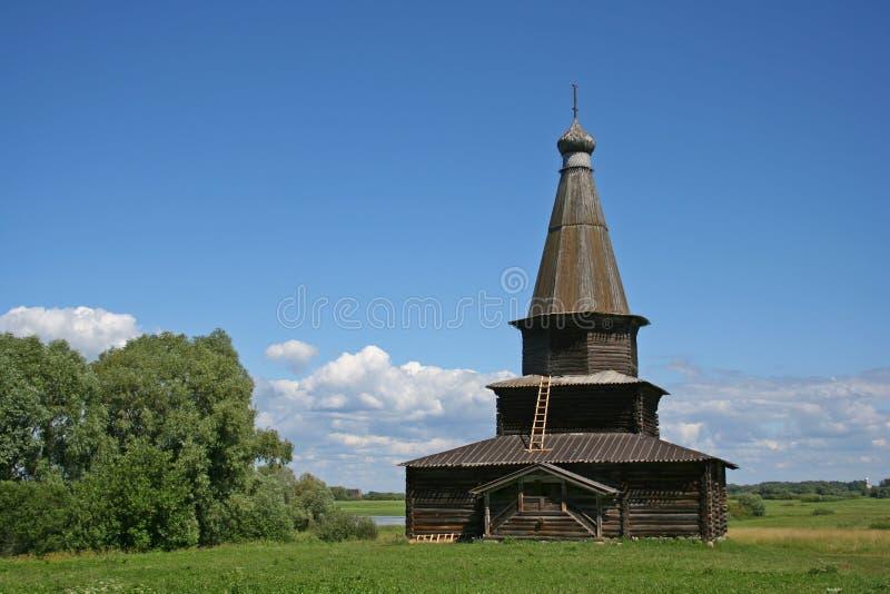 Iglesia de madera rusa fotografía de archivo libre de regalías