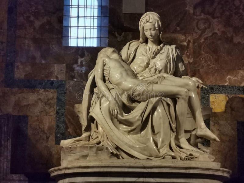 Iglesia de Miguel Ángel San Pedro de la estatua del Pieta en Roma vatican fotos de archivo