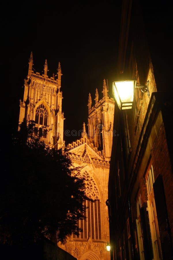Iglesia de monasterio de York por noche imágenes de archivo libres de regalías
