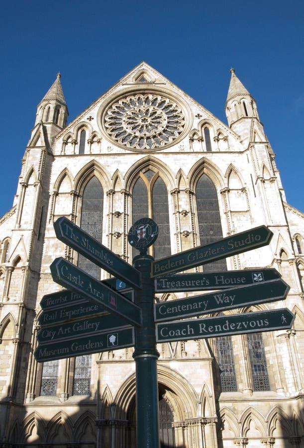 Iglesia de monasterio de York y muestra de la ciudad imagen de archivo libre de regalías