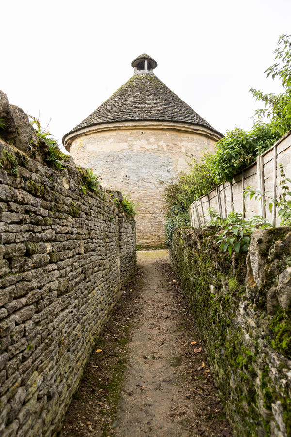 Iglesia de monasterio Lovell en el distrito de Cotswold de Inglaterra fotografía de archivo libre de regalías