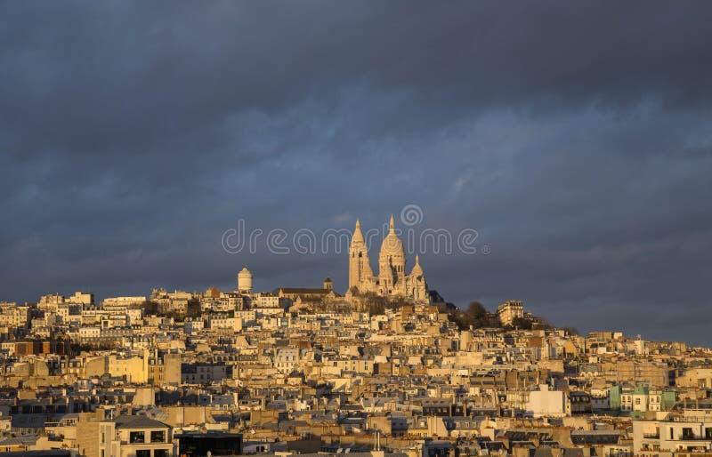 Iglesia de Montmartre y Sacre-Coeur fotos de archivo libres de regalías