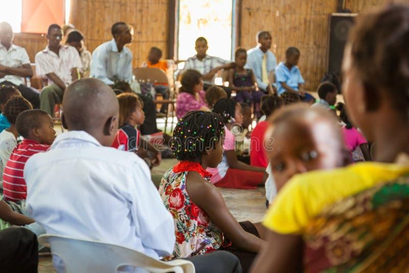 Iglesia de Mozambique Pentacostal que recolecta escenas en Xai Xai imagenes de archivo