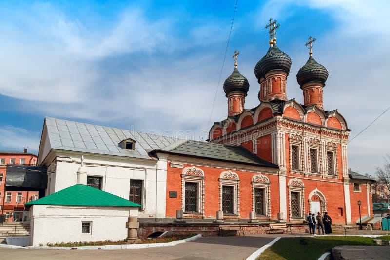 Iglesia de nuestra señora de Bogolyubovo, construida 1687 en el alto monasterio de StPeter Moscú, Rusia imágenes de archivo libres de regalías