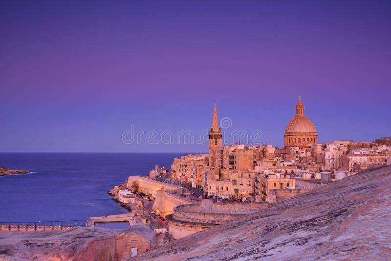 Iglesia de Nuestra Señora del Monte Carmelo y Catedral de San Pablo en La Valeta, Malta foto de archivo libre de regalías