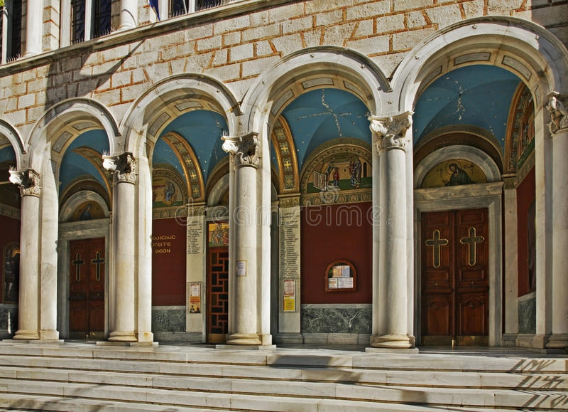 Iglesia de Panagia Chrysospiliotissa en Atenas Grecia imagen de archivo