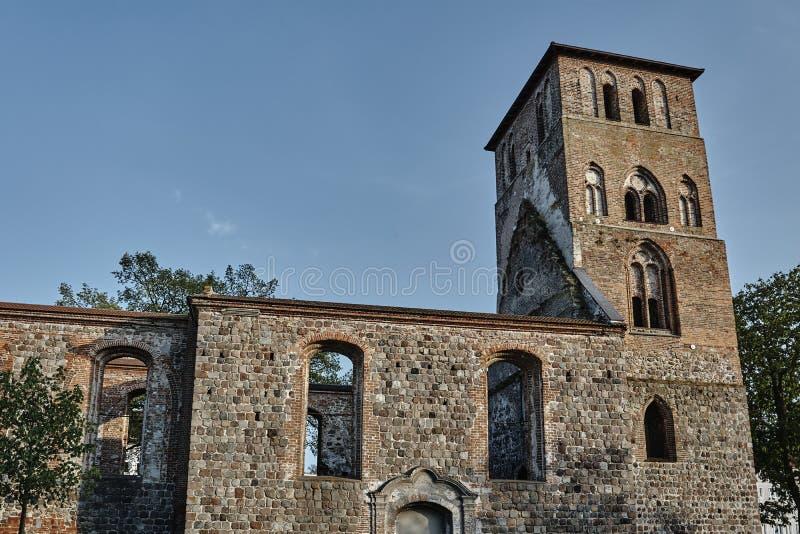 Iglesia de piedra medieval arruinada fotografía de archivo libre de regalías