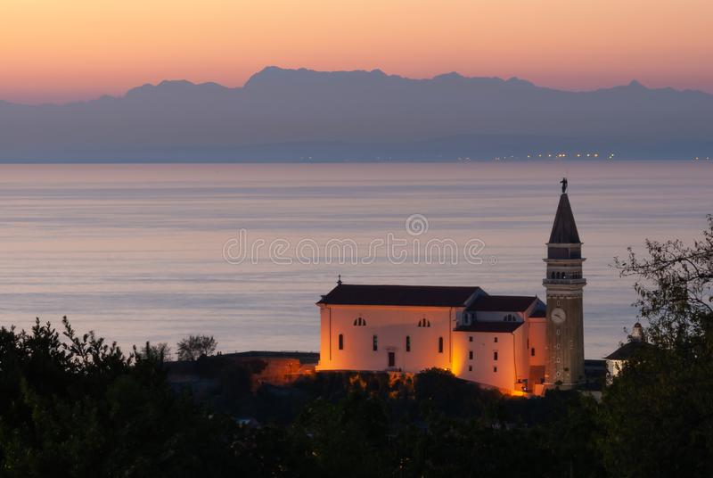 Iglesia de Piran imagenes de archivo