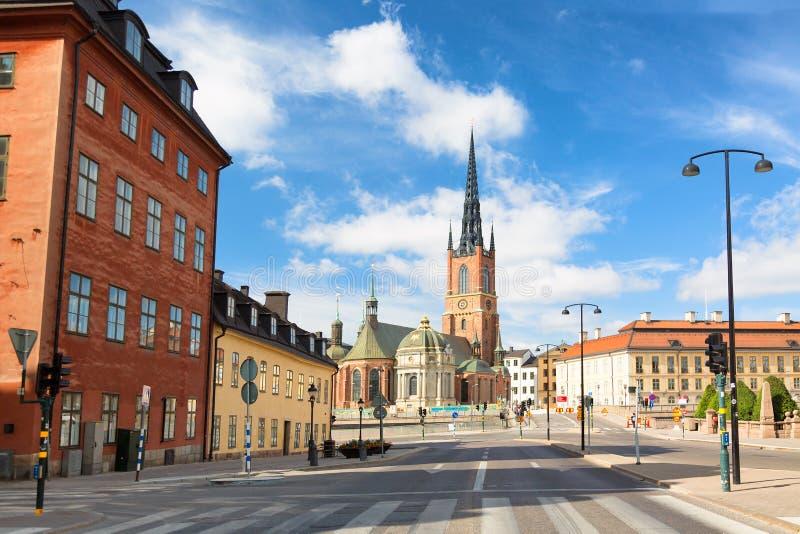 Iglesia de Riddarholmen en Gamla Stan durante día soleado del verano Estocolmo, Suecia imágenes de archivo libres de regalías