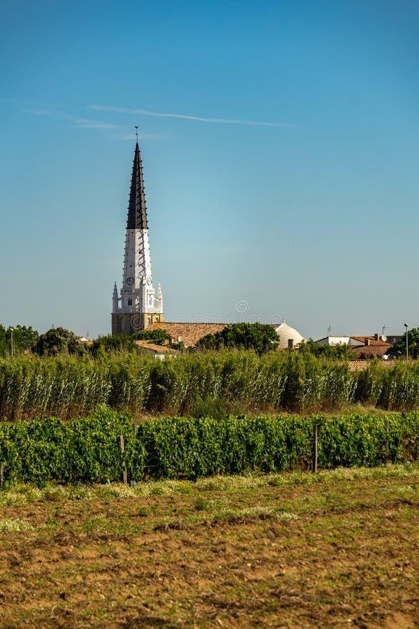 Iglesia de Saint-E'tienne en el en del ARS con referencia a fotos de archivo