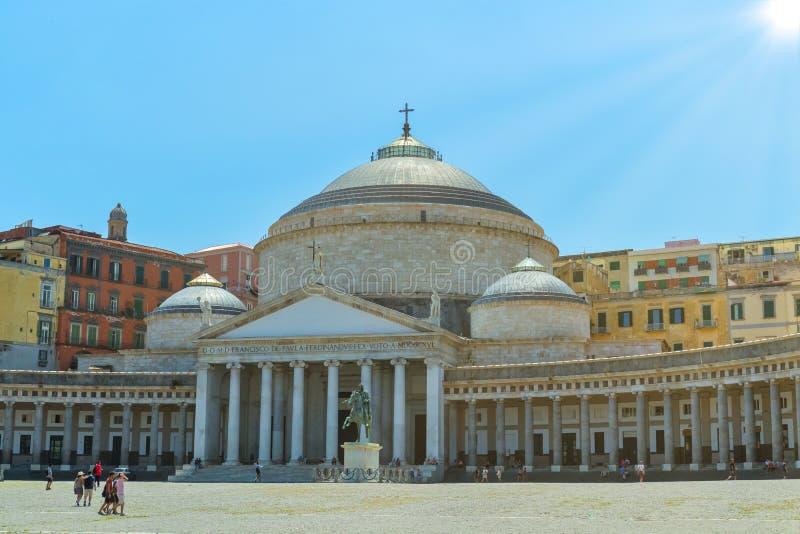 Iglesia de San Francisco de Paula en Piazza del Plebiscito Nápoles, Italia 29 06 Italia 2018 imagen de archivo libre de regalías