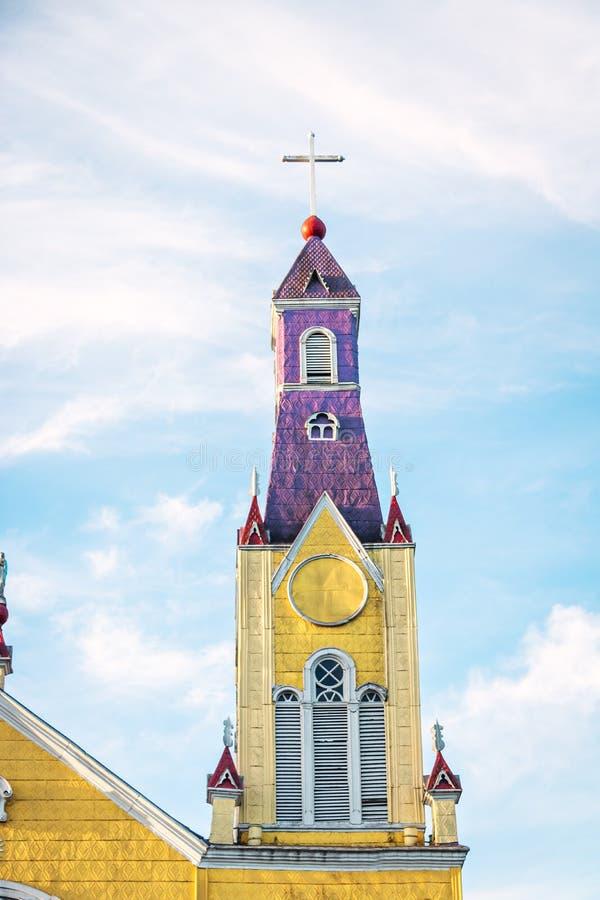 Iglesia de San Francisco Tower - Castro, isla de Chiloe, Chile foto de archivo