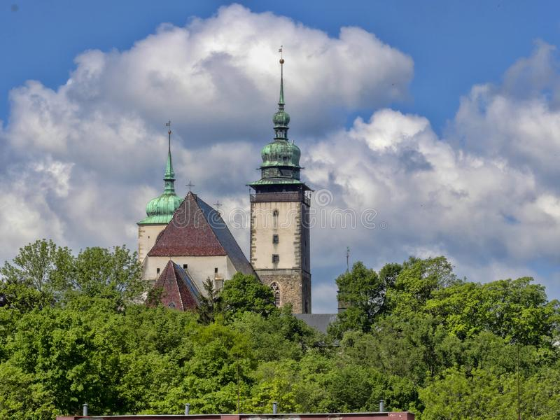 Iglesia de San Jaime en la República Checa de Jihlava imagenes de archivo