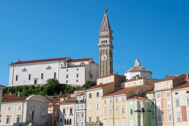 Iglesia de San Jorge en Piran, Eslovenia imagenes de archivo