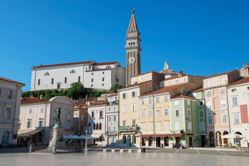 Iglesia de San Jorge y del cuadrado de Tartini en Piran, Eslovenia imagen de archivo libre de regalías