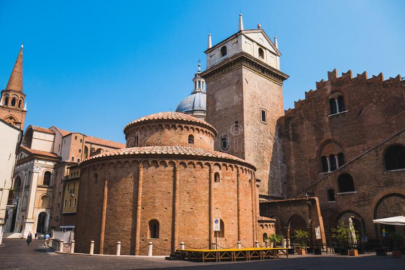 Iglesia de San Lorenzo de los di de Rotonda en Mantua foto de archivo