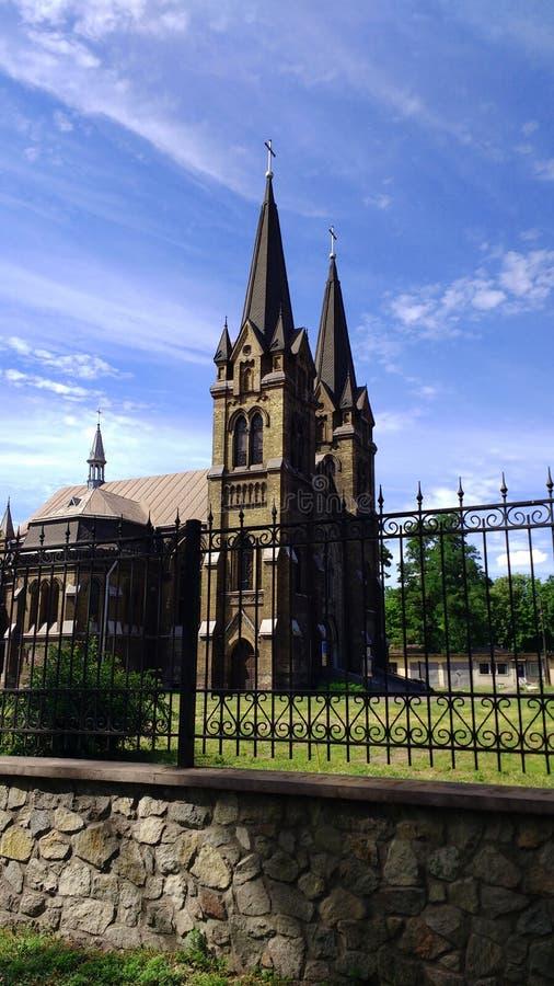 Iglesia de San Nicolás contra un fondo del cielo hermoso y de nubes hermosas foto de archivo libre de regalías