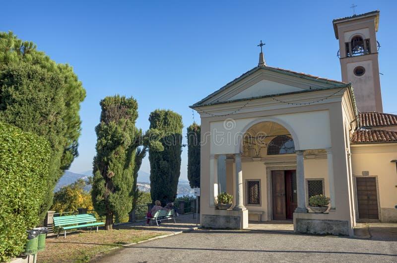 Iglesia de San Paolo en Stresa, Italia imagen de archivo