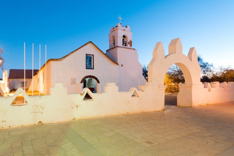 Iglesia de San Pedro de Atacama en la plaza principal en el desierto de Atacama imagenes de archivo