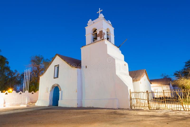 Iglesia de San Pedro de Atacama en la plaza principal en el desierto de Atacama imagen de archivo
