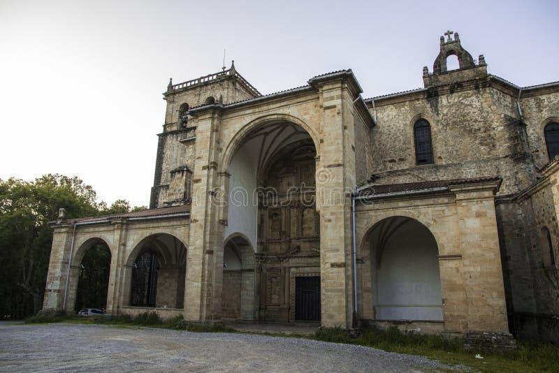 Iglesia de San Vicente de la Maza, Guriezo, Cantabria, España foto de archivo libre de regalías