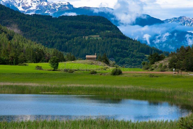 Iglesia de Siguret en las montañas francesas fotos de archivo libres de regalías
