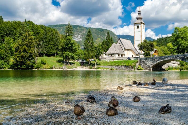 Iglesia de St John el Bautista, lago Bohinj imágenes de archivo libres de regalías