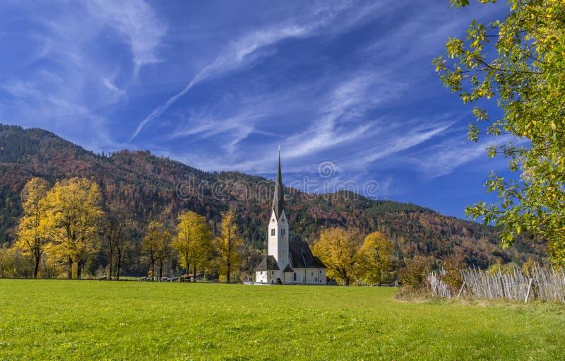 Iglesia de St Leonhard en Fischhausen, Schliersee, Baviera imagenes de archivo