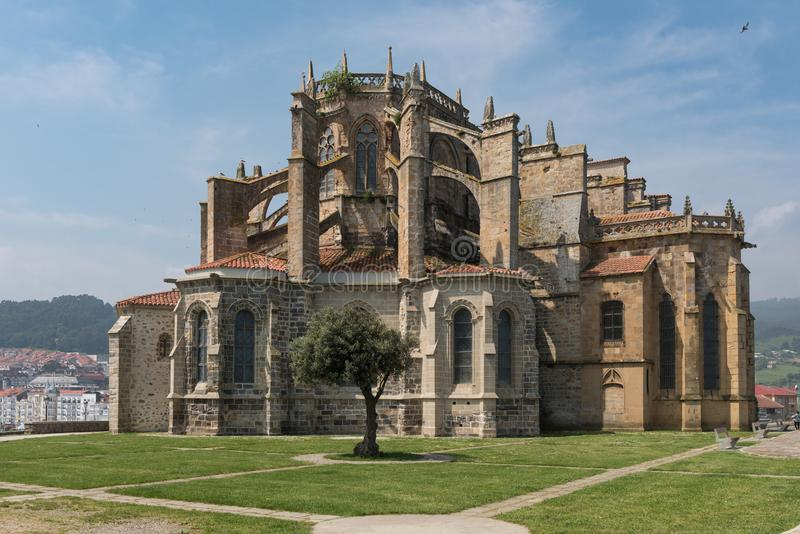 Iglesia de St Mary de la suposición, Castro Urdiales, Cantabria imagen de archivo libre de regalías