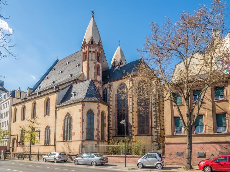 Iglesia de StLeonhard en las calles de la tubería de Franfurt  imagen de archivo