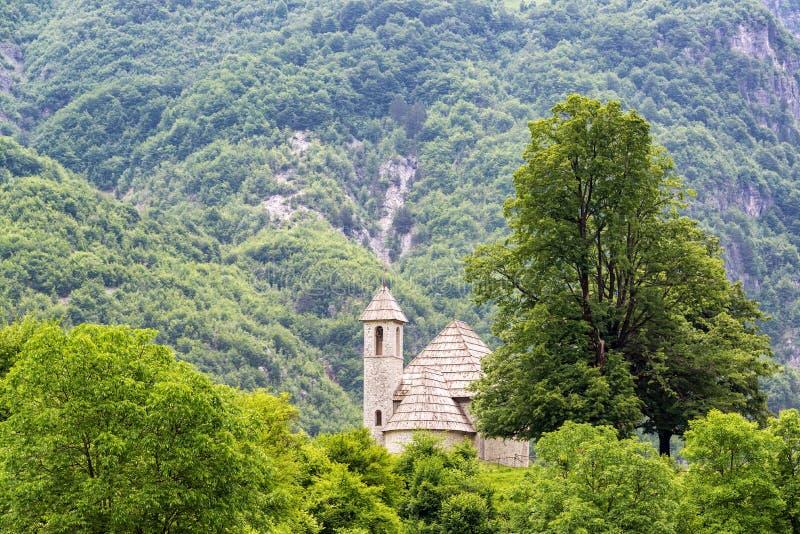 Iglesia de Thethi en Albania imagenes de archivo