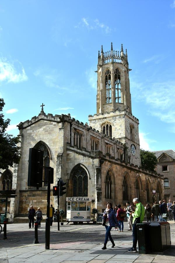 Iglesia de todo el pavimento York de los santos imagen de archivo libre de regalías