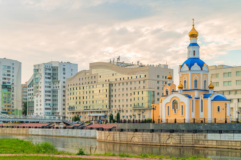 Iglesia del arcángel Gabriel, ciudad de Belgorod, Rusia imagen de archivo