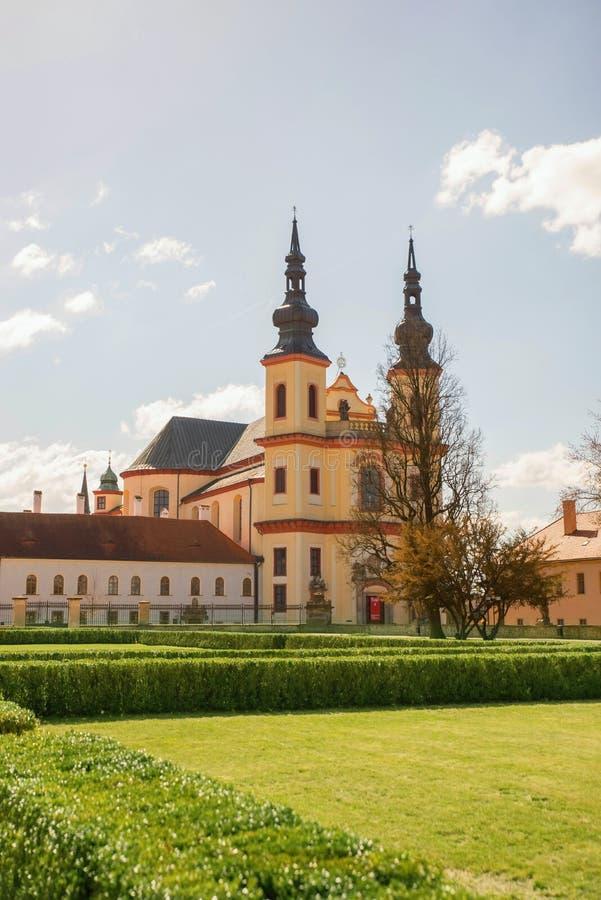 Iglesia del descubrimiento de la cruz santa, Litomysl, República Checa imagenes de archivo