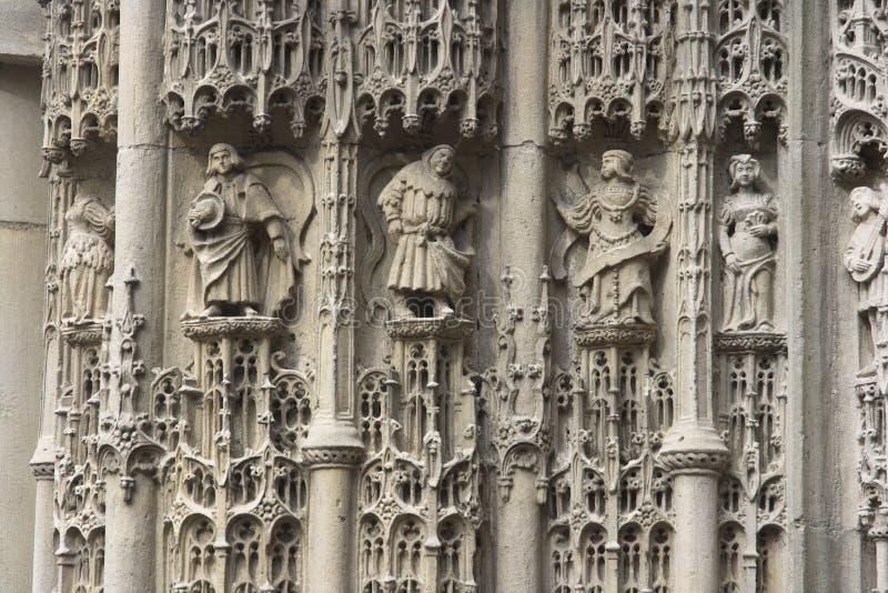 Iglesia del francés de las estatuas fotografía de archivo libre de regalías