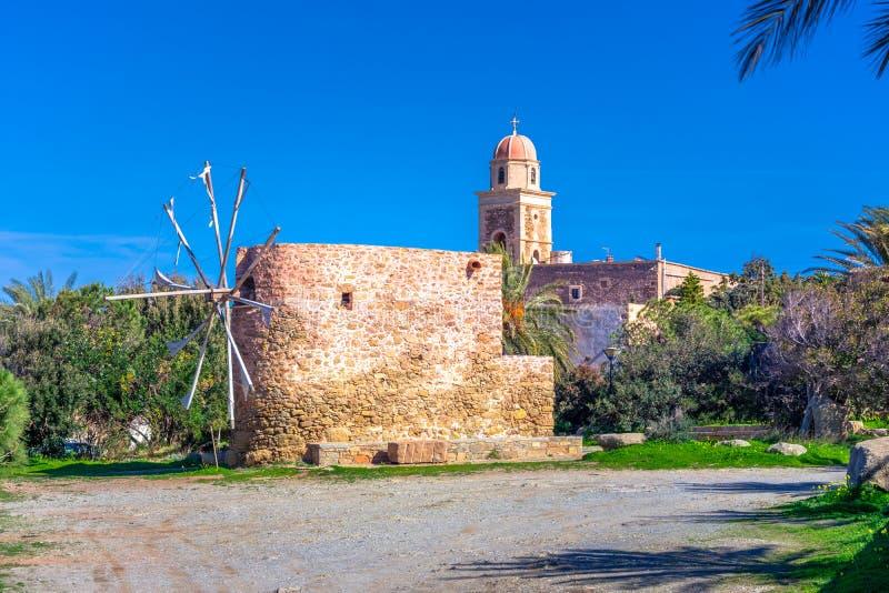 Iglesia del monasterio de Toplou en la parte del noreste de Creta, Grecia cerca de la Palm Beach famosa de Vai foto de archivo libre de regalías
