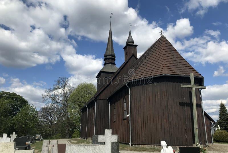 Iglesia del pueblo en Polonia, Borzyszkowy imágenes de archivo libres de regalías