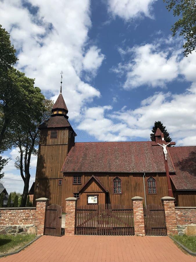 Iglesia del pueblo en Polonia, Brzezno Szlacheckie foto de archivo