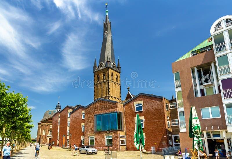 Iglesia del St Lamberto en la orilla de Düsseldorf foto de archivo