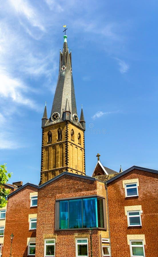 Iglesia del St Lamberto en la orilla de Düsseldorf foto de archivo libre de regalías