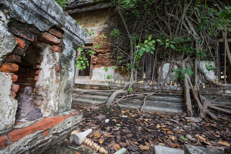 Iglesia dilapidada en Wat Rat Bamrung Wat Ngon Kai - Samut Sakhon, Tailandia imagenes de archivo