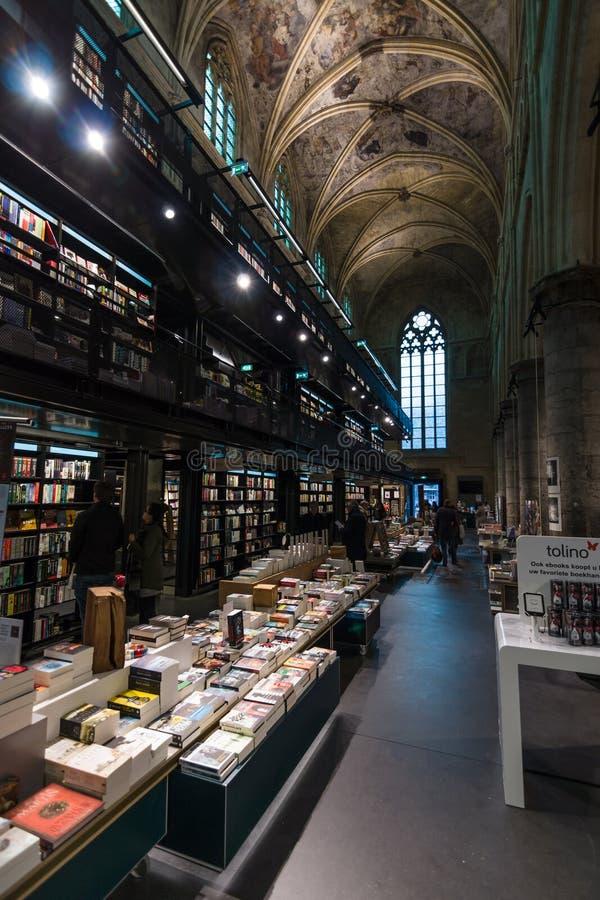 Iglesia dominicana y librería moderna fotos de archivo libres de regalías