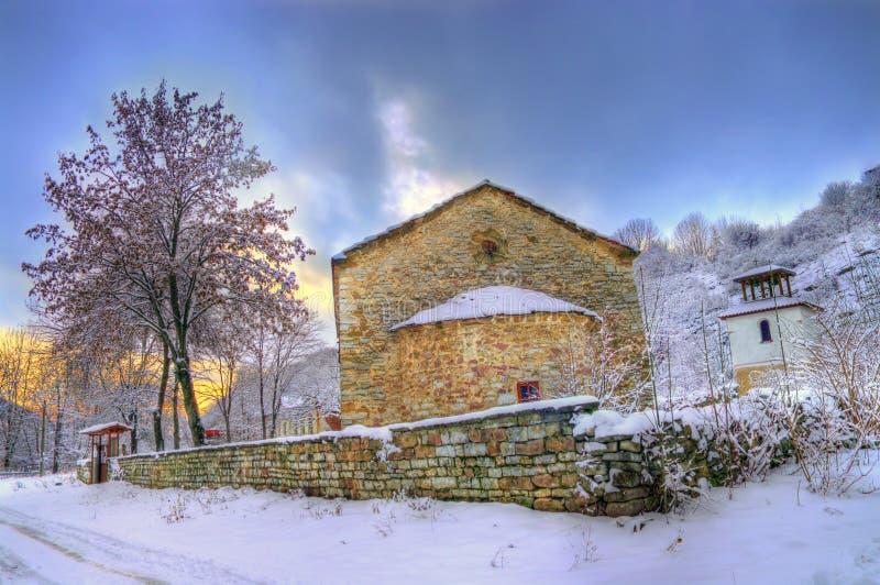 Iglesia durante invierno fotos de archivo