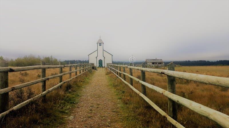 Iglesia en área de la reserva de los nativos americanos en Canadá imagen de archivo libre de regalías