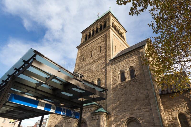 Iglesia en Bochum Alemania en otoño fotos de archivo